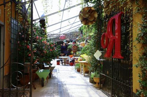 rossana-orlandi-courtyard
