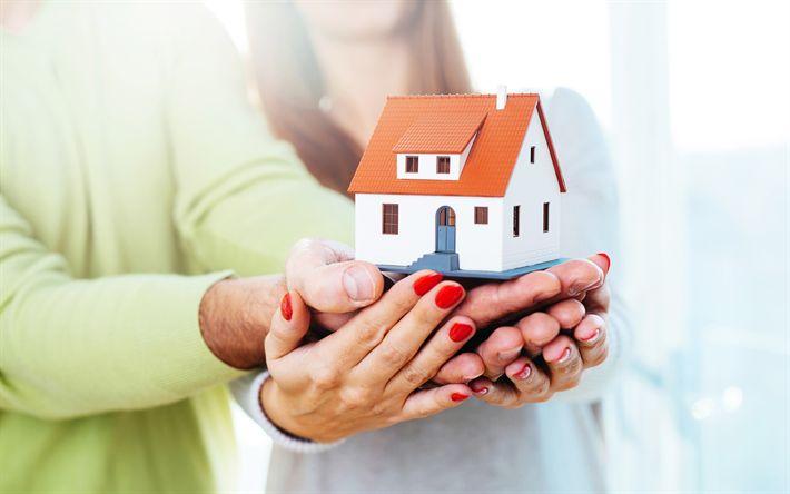 Scarica sfondi casa in mano, 4k, immobiliare concetti, l'acquisto di una casa, la scelta di una casa per desktop libero