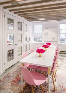 Feminine office space NYC, Crowns by Christy #Officedesigns