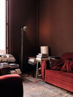Studio e zona relax, tendenze per la casa 2018_ pareti rosso ruggine, velluto giallo, atmosfere retrò e luci soffuse_ |